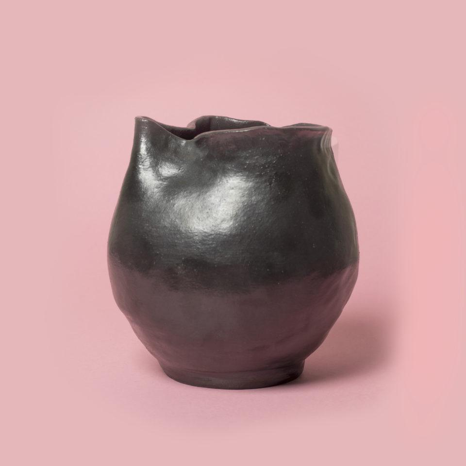 Vase cuir