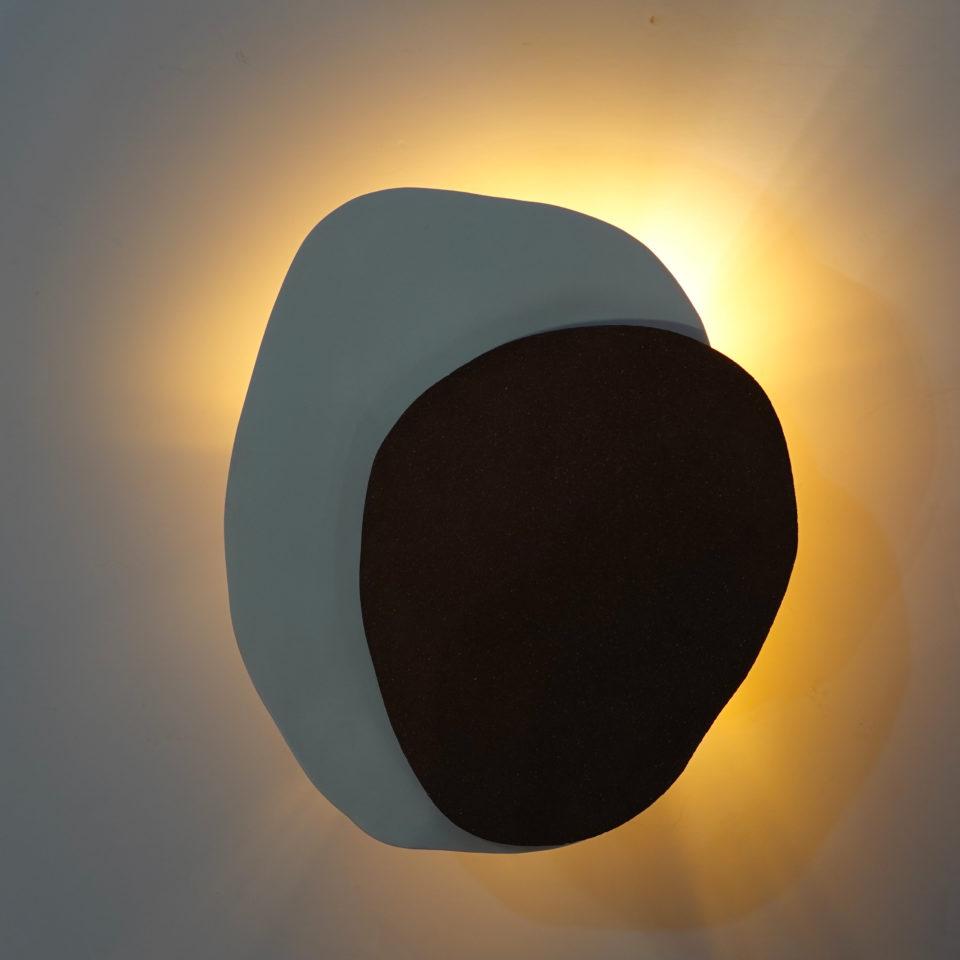 wandlamp allumée